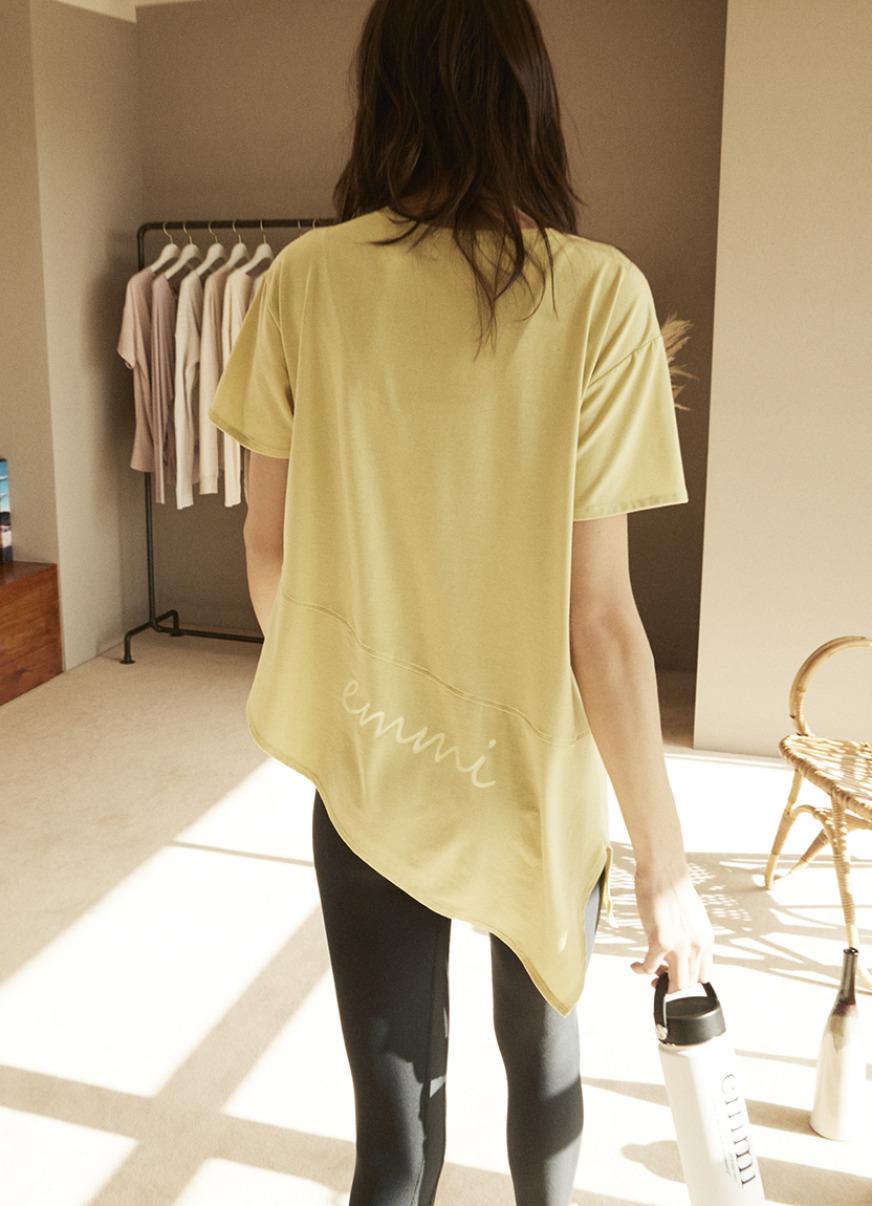 【emmi yoga】emmi ロゴTシャツ(YEL-F)